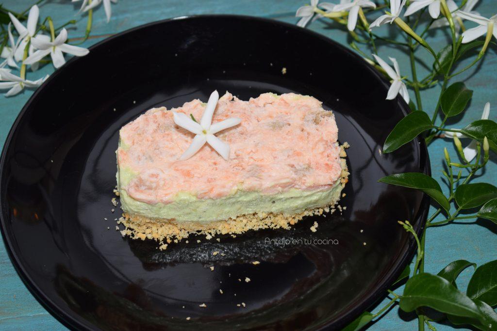 Cheesecake de salmón ahumado y aguacate (Tarta de queso salada)