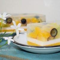 tarta de gelatina transparente con frutas de agar agar