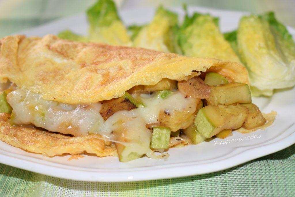 Tortilla rellena de Calabacín y Queso. Fácil con 3 ingredientes